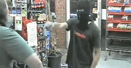 一名自以為很兇的年輕搶匪走進商店搶劫,結果被店員瞬間用最淡定的方式回絕。