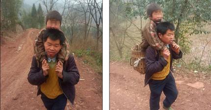 很多人都能背起自己的孩子,但這名父親做的事情恐怕沒有人能做得到!