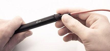 這絕對不是一支普通的筆。它的功能會實現你所有兒時的夢想。