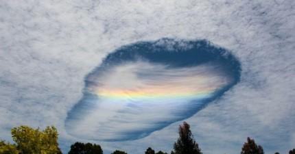 天空破了一個大洞乍現奇異的彩虹光芒,是外星人要從異次元空間降臨了嗎?