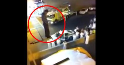 這名男子站在高處鬧自殺,於是一旁消防隊員靈機一動竟然就直接給他一腳!