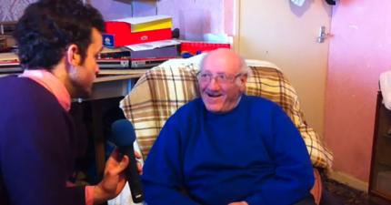 老爺爺遺失聽了14年的老婆生前的語音訊息。當電信公司幫他找回時是我看過最感人的時刻。