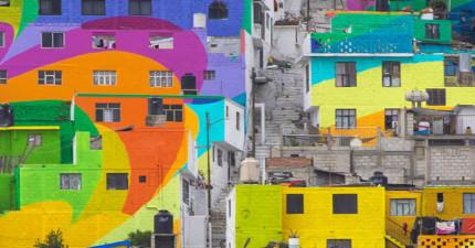 這群青少年為了消除暴力把房子都漆上彩色,再放遠看...誰看了都會快樂又和平!