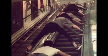 在「把手扶梯把媽媽捲死」恐怖事件發生後,很多民眾都開始換方式使用手扶梯。