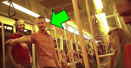 他覺得車上的乘客都太冷漠了,接下來做的事情讓車廂乘客瞬間爆炸了!