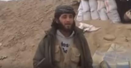 這名敘利亞聖戰士正在拍攝戰勝宣示影片,結果一轉頭「一枚飛彈直接射過來」的畫面真的太可怕了...