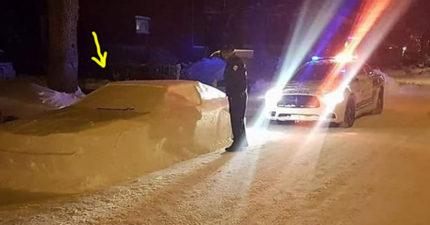 男子惡作劇下大雪「堆出假雪車」,警察上前關切後「立馬開單」反應全網爆紅!