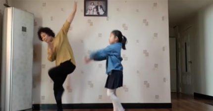 南韓誰都比你會跳舞!明明兩個人跳,音樂一下眼睛只能一直看阿嬤「薑還是老的辣」根本南韓女團!