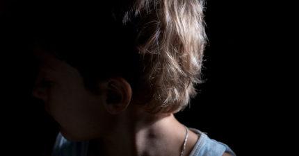 12歲女童「清潔劑混入水」強灌4歲弟:因為媽媽更愛他