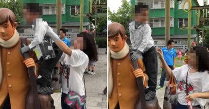 最壞榜樣!爸媽帶童爬幾米雕像 她上前勸「被當空氣」:來拍一張~