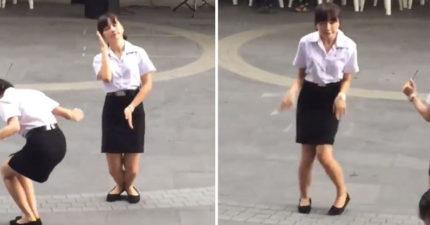泰國女學生大跳奇特舞蹈 「火雞式出場」笑翻同學:她嗑了什麼全都給我!