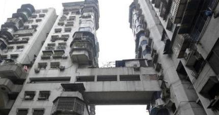 沒有電梯的「24樓公寓」還有捷運穿過!居民嘆「超詭異樓梯設計」背後真相:走到腿都在抖