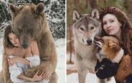 攝影師拍出「人和動物」的超親密合照 300公斤棕熊「從背後環抱」震撼萬人!