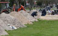 英國怕「墓地不夠用」先挖起來放 網友驚嘆:真.超前佈署!