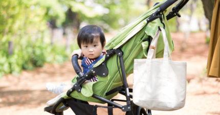 「8個月大女嬰」坐推車被嘲笑 大媽炫耀嗆:我孫子9個月就會走