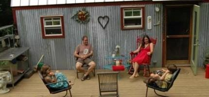 一家人住進一個6坪露營車
