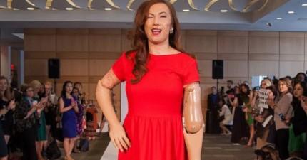 這名設計師厭倦了讓18歲美女幫她走伸展台。她決定用這些更有魅力的模特兒。