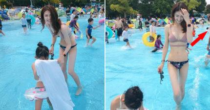 他拍辣媽陪女兒玩水畫面 大叔亂入「超誠實視線」網笑:真男人!